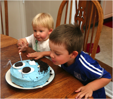 Description: http://wolverton-mountain.com/articles/images/owens-surprise-birthday-cake-for-jack/9.png