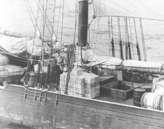 https://upload.wikimedia.org/wikipedia/commons/0/02/Rumrunner_cargo.jpg